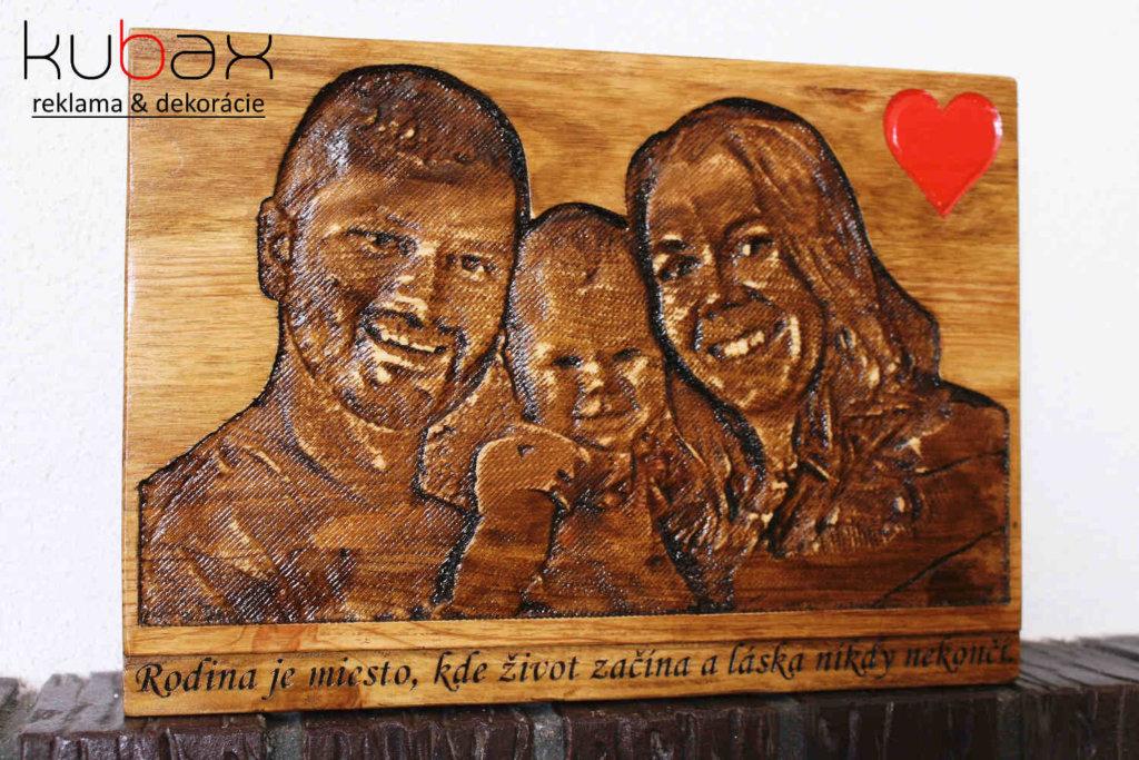 vyrezávaná fotka do dreva